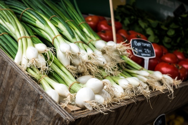 foodiesfeed.com_fresh-scallion-at-a-market.jpg